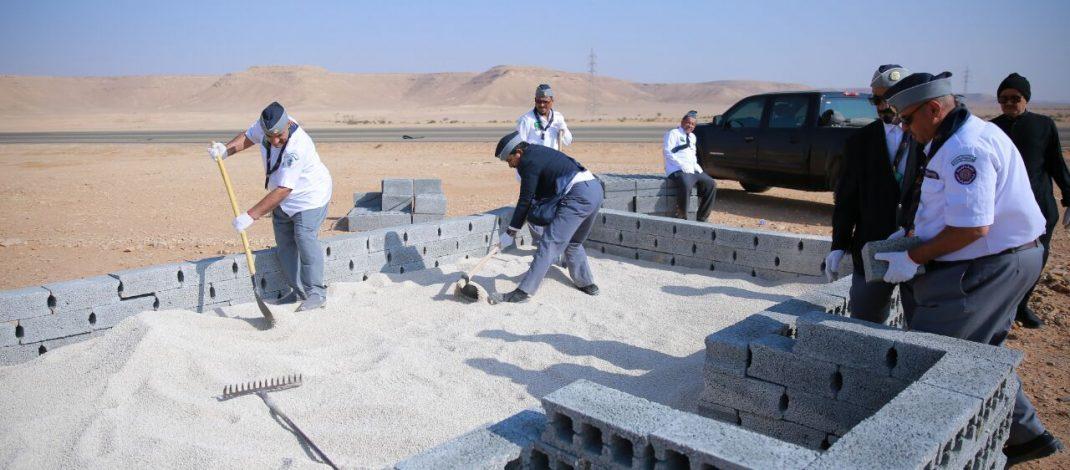 رواد كشافة المجمعة يبدؤون المرحلة الثانية من إنشاء المصليات المؤقتة