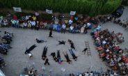 مسرح إسطنبولي بالشارع رفضاً للحرب الأهلية