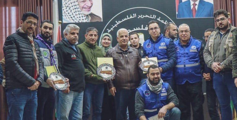 محافظ الخليل يكرم مفوضية كشافة محافظة الخليل على جهودها التطوعية في خدمة المجتمع